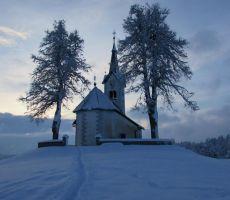 Sprehod do bližnje cerkvice