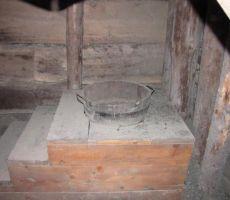 sodobno stranišče v rovu