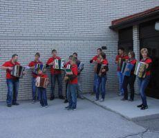 """Zjtraj so nas pozdravili harmonikaši, skupina """"Palbin"""""""