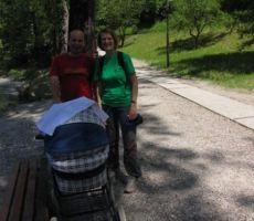 mlada družinica se nam je pridružila na Mostu na Soči