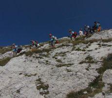 vsak korak je bljiće planini Razor