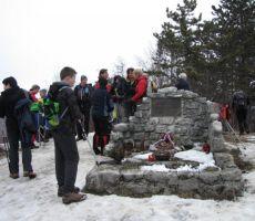 tam je tudi vojaški spomenik