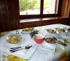 Pogrnjena miza