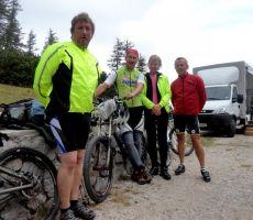 skupina kolesarjev je prikolesarila iz Trente na Vršič