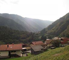 pa še pogled na gornji del vasi