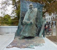 Spomenik I. Hribarju