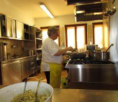 Kuharica Gizela je srce Poštarskega doma