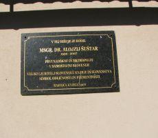 Tabla na rojstni hiši metropolita Alojzija Šuštarja