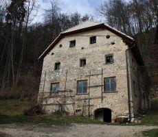 230 let stara kmečka hiša v Rovah