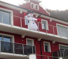 Pozdravlja nas snežak